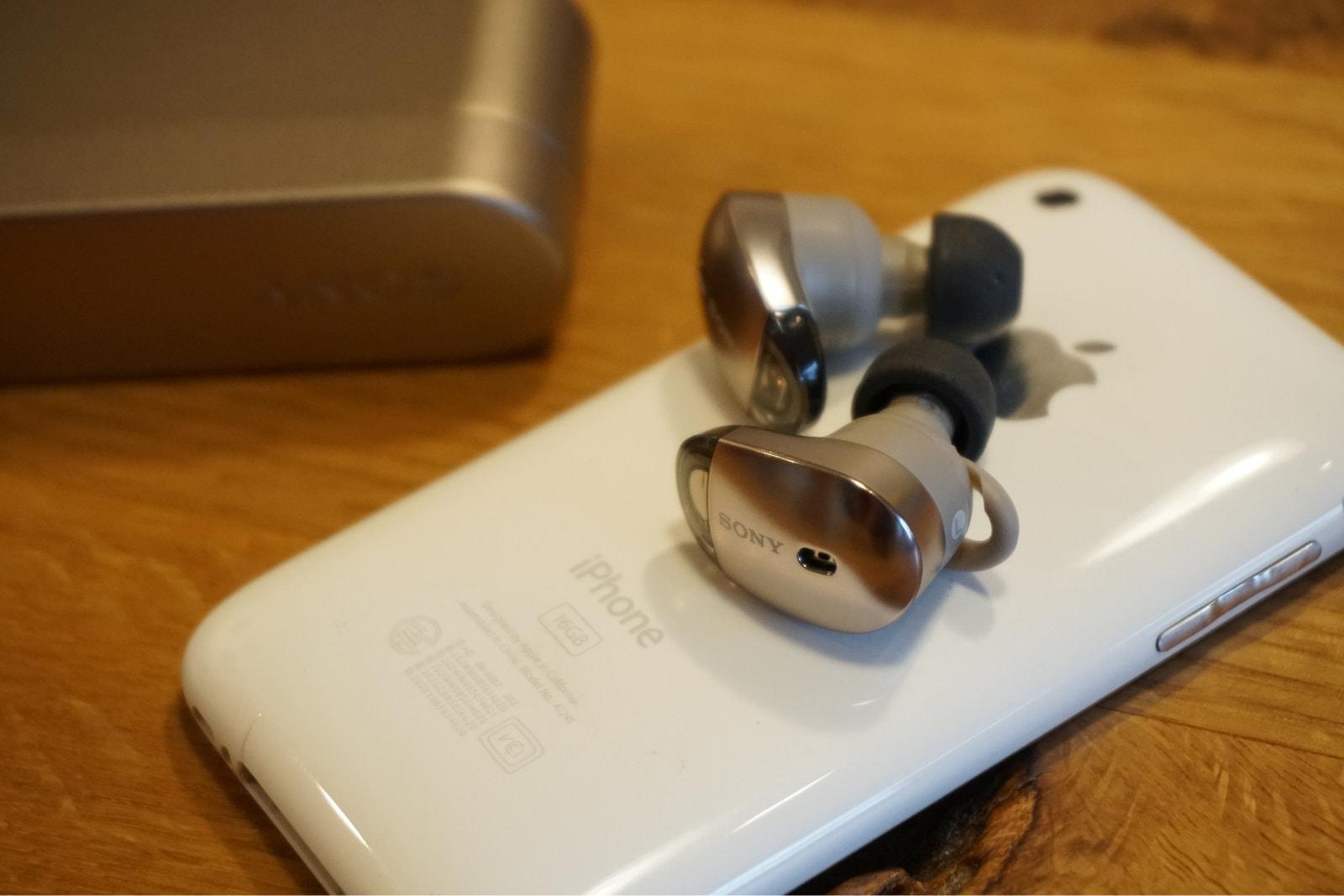 SONYのノイキャンワイヤレスイヤフォン WF-1000XとiPhone 3G