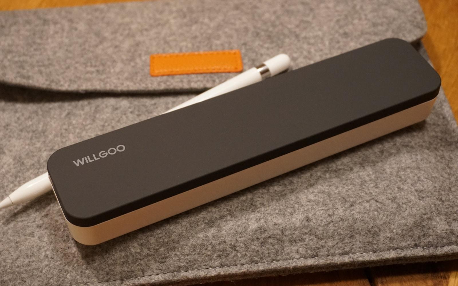 WILLGOOキャリングケース、Apple Pencilとフェルトケースに入ったiPad